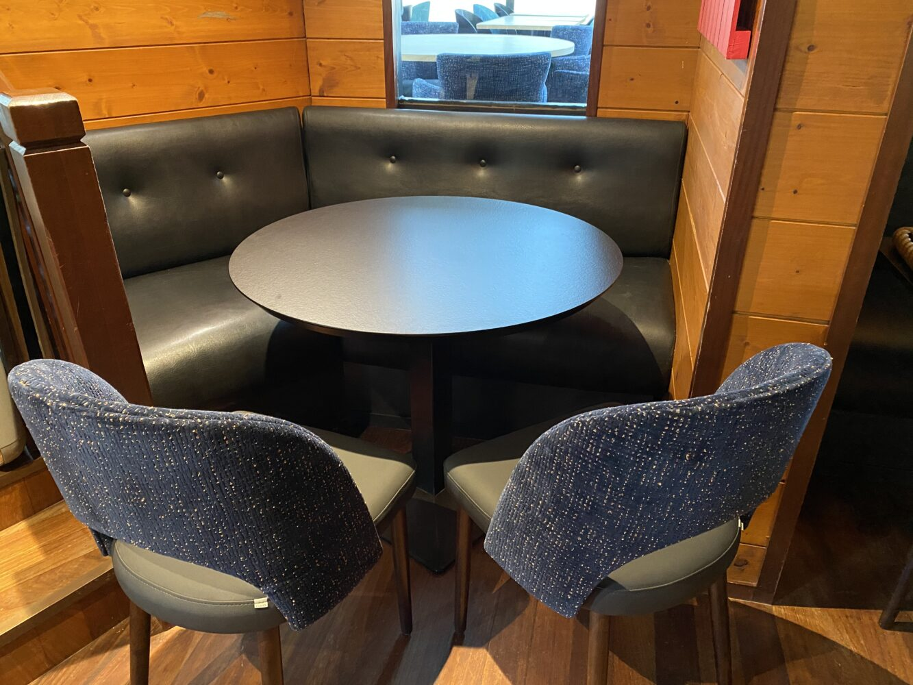 Restaurant-Le-Cap-Horn-nouveau-mobilier